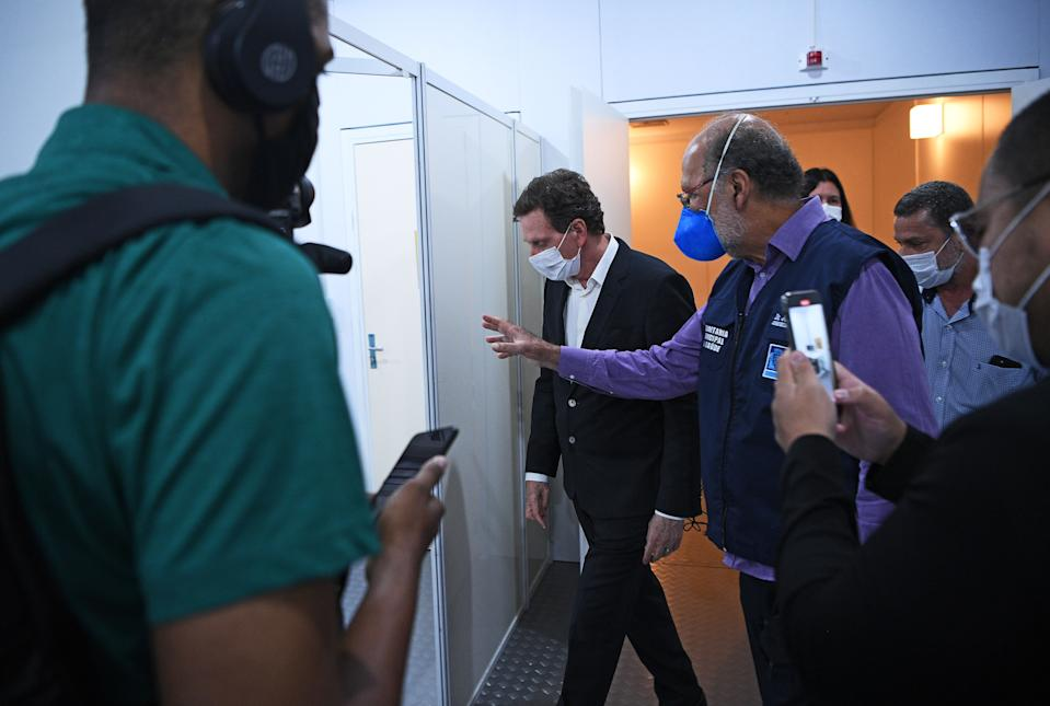 The Mayor of Rio de Janeiro, Marcelo Crivella (C), visits the Riocentro field hospital which was set up to receive COVID-19 coronavirus patients, in Rio de Janeiro, Brazil, on April 29, 2020. - The field hospital has a capacity of 500 beds. Riocentro is a large exhibition and convention centre and was used as a venue during the 2016 Summer Olympic Games. (Photo by Carl DE SOUZA / AFP) (Photo by CARL DE SOUZA/AFP via Getty Images)