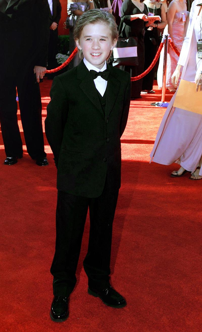 "LOS ANGELES, UNITED STATES: US actor Haley Joel Osment, who is eleven years old, arrives for the Oscar awards ceremony at the Shrine Auditorium 26 March, 2000 in Los Angeles, CA. Osment is nominated for an Academy Award for Best Supporting Actor for his role in ""The Sixth Sense""."
