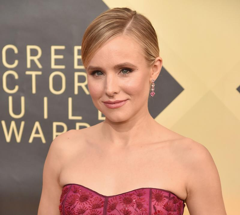 Kristen Bell arrives at the 2018 SAG Awards.