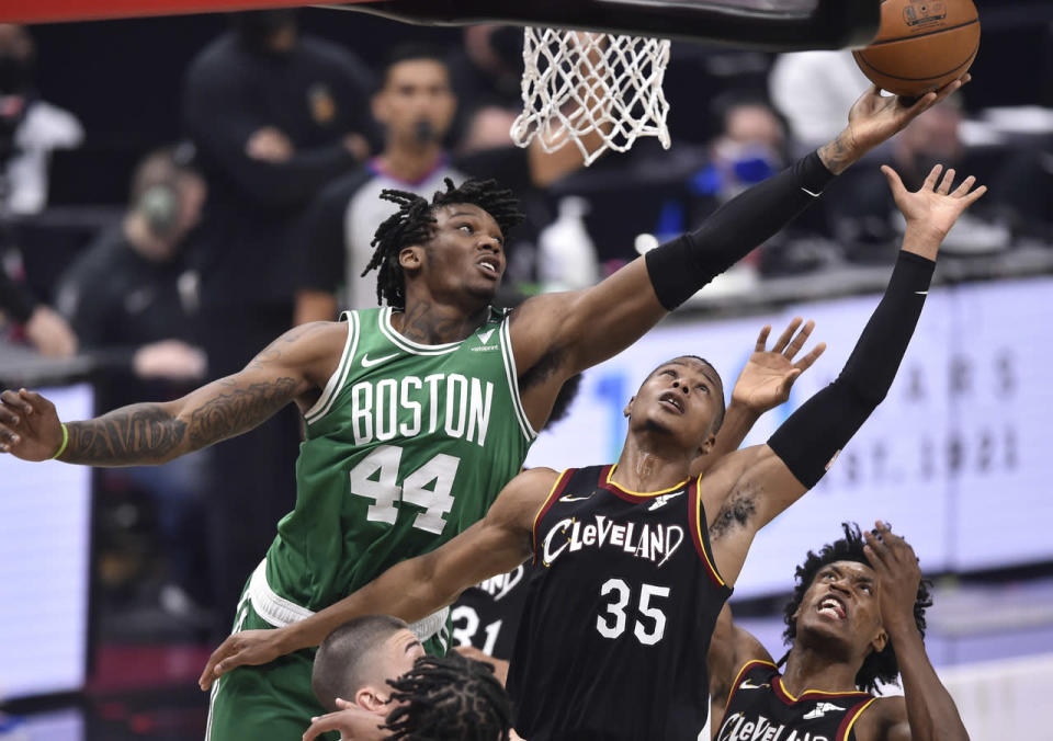 Robert Williams fighting for a rebound