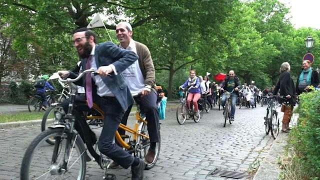 Jewish rabbis and Muslim imams took to tandem bicycles to ride through central Berlin in a joint show of inter-faith respect and against racism and anti-Semitism.