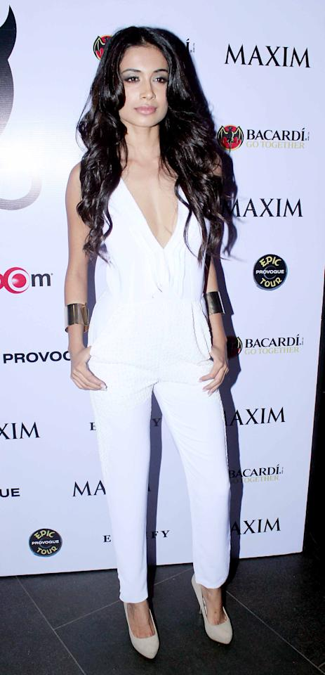 Raising the glamour quotient is Sarah Jane Dias in her white plunging neckline jumpsuit. The make-up, hair, nude pumps and gold cuffs – all style perfection! Way to go Sarah!