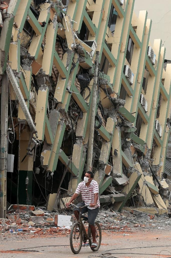 The main earthquake crumpled hundreds of buildings up and down Ecuador's Pacific coast (AFP Photo/Juan Cevallos)