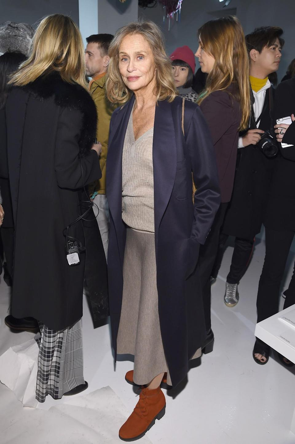 <p>Lauren Hutton donned an oversized coat and neutral knits. <i>[Photo: Getty]</i> </p>