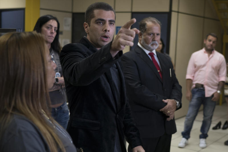 "Brazilian ""celebrity"" surgeon Dr. Denis Cesar Barros Furtado points to a journalist for the next question as he addresses the press at police headquarters after his arrest in Rio de Janeiro, Brazil, Thursday, July 19, 2018. The 45-year-old buttocks enlargement specialist, also known as Dr. ""Bumbum"" or Dr. Fanny, fled when one of his female patients died after a surgical procedure conducted in his apartment. (AP Photo/Leo Correa)"