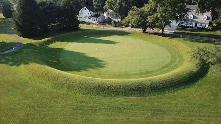<p>This photo made on July 30, 2019 shows a 155 ft. diameter circular enclosure around hole number 3 at Moundbuilders Country Club at the Octagon Earthworks in Newark, Ohio.</p> (Doral Chenoweth III/The Columbus Dispatch via AP,)
