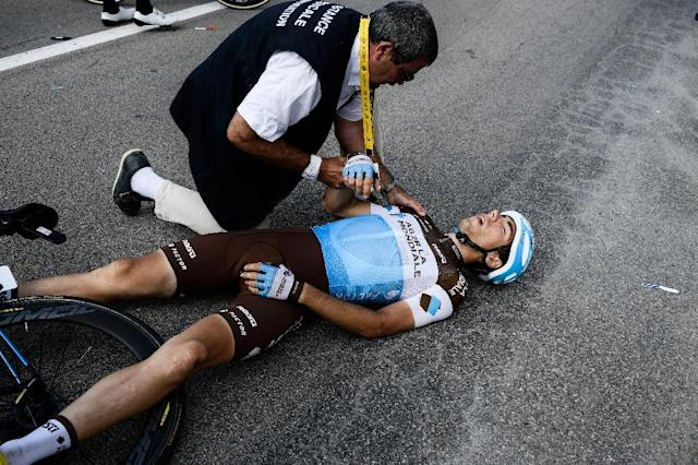 Axel Domont stricken with a broken shoulder after he was caught in a fall (AFP Photo/Philippe LOPEZ)
