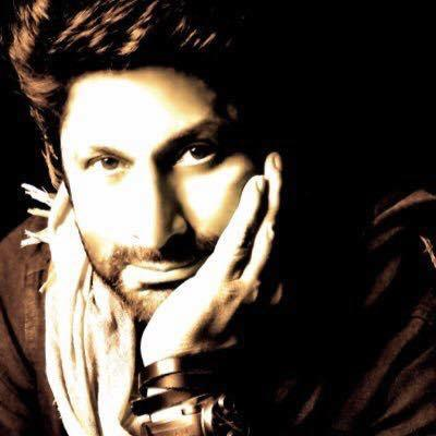 <p>Can you imagine Circuit from Munnabhai going door to door and trying to sell cosmetics? Well, that was how Arshad Warsi made a living before he acted in Tere Mere Sapne in 1996, a movie produced by Amitabh Bachchan. </p>