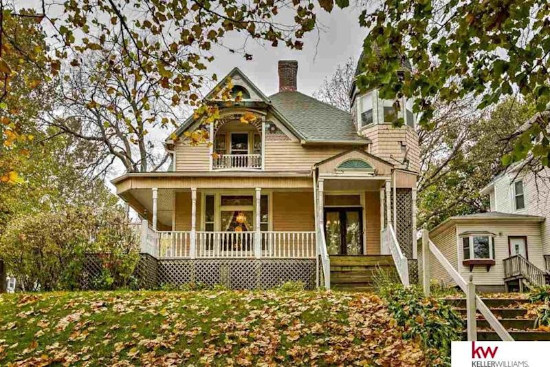 Bargain basement victorians 7 classic homes under 200k for Two story homes under 200k