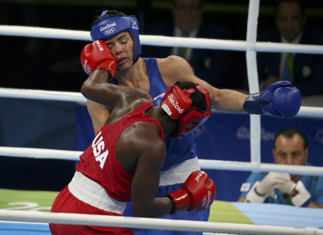 2016 Rio Olympics - Boxing - Final - Women's Middle (75kg) Final Bout 270 - Riocentro - Pavilion 6 - Rio de Janeiro, Brazil - 21/08/2016. Claressa Shields (USA) of USA and Nouchka Fontijn (NED) of Netherlands compete. REUTERS/Matthew Childs FOR EDITORIAL USE ONLY. NOT FOR SALE FOR MARKETING OR ADVERTISING CAMPAIGNS.