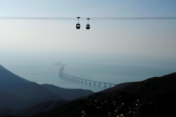 <p>The bridge consists of three cable-stayed bridges and one undersea tunnel. (REUTERS/Bobby Yip) </p>