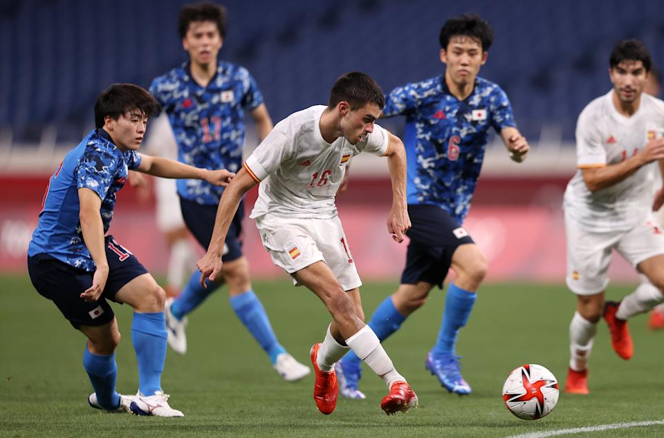 SAITAMA, JAPAN - AUGUST 03: Pedri Gonzalez #16 of Team Spain shoots and misses during the Men's Football Semi-final match between Japan and Spain on day eleven of the Tokyo 2020 Olympic Games at Saitama Stadium on August 03, 2021 in Saitama, Japan. (Photo by Francois Nel/Getty Images)