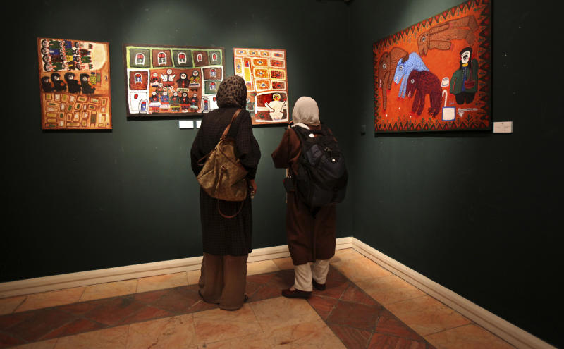 Tehran art auction lures spenders amid hard times