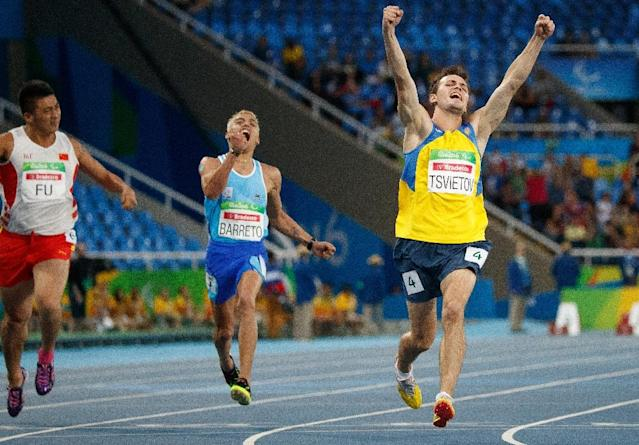 Ihor Tsvietov (R) of Ukraine wins the gold medal in the men's 100m (T35) event, during the Rio 2016 Paralympic Games, on September 9 (AFP Photo/Simon Bruty for OIS)
