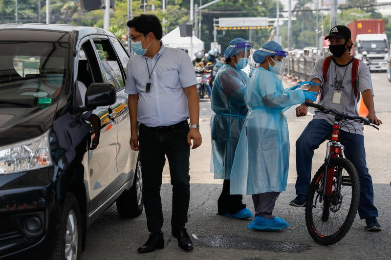 Philippine health ministry reports 17 coronavirus deaths, 1,841 more cases