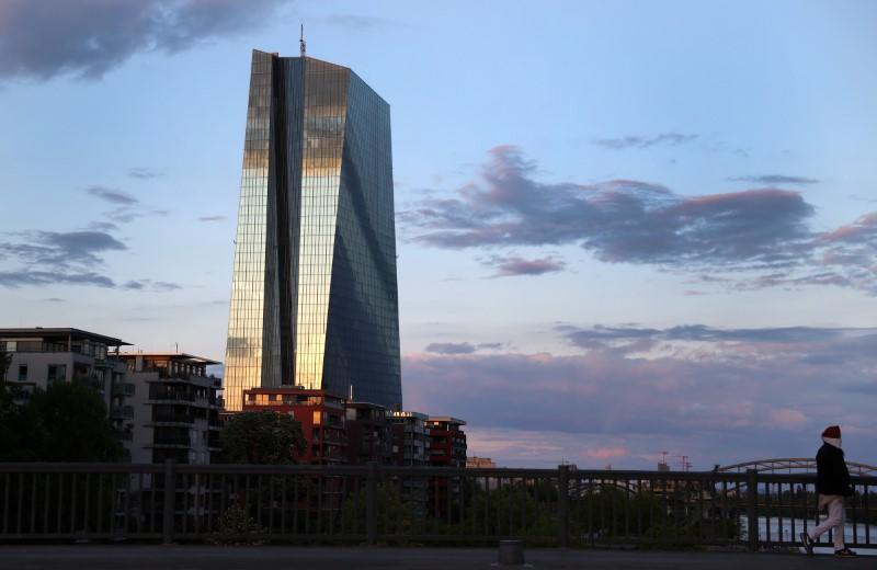 ECB scoops up all of Italy's new debt just to keep spread stable