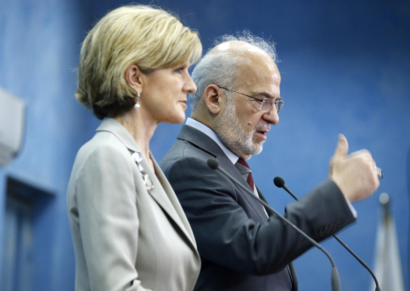 Iraqi Foreign Minister Ibrahim al-Jaafari (R) and Australian Foreign Minister Julie Bishop hold a press conference in Baghdad on October 18, 2014