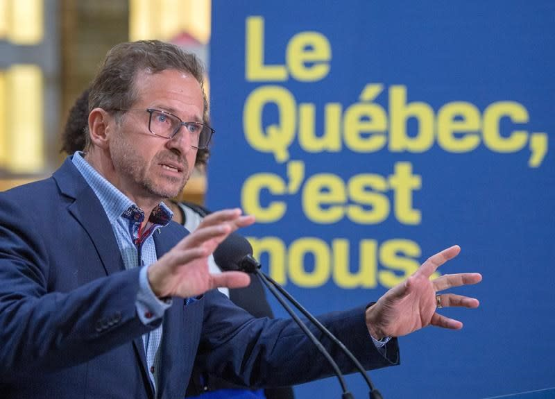 Bloc leader calls on Canada to let exiled Catalan leader enter the country