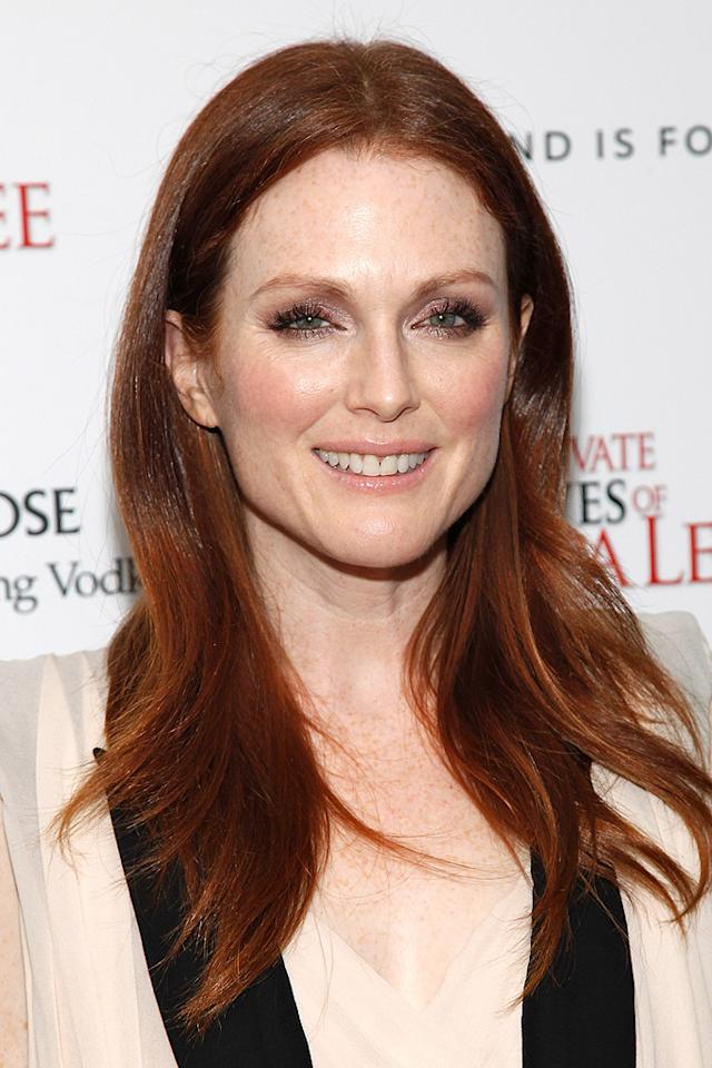 "<a href=""http://movies.yahoo.com/movie/contributor/1800020233"">Julianne Moore</a> at the New York City Cinema Society screening of <a href=""http://movies.yahoo.com/movie/1810025242/info"">The Private Lives of Pippa Lee</a> - 11/15/2009"