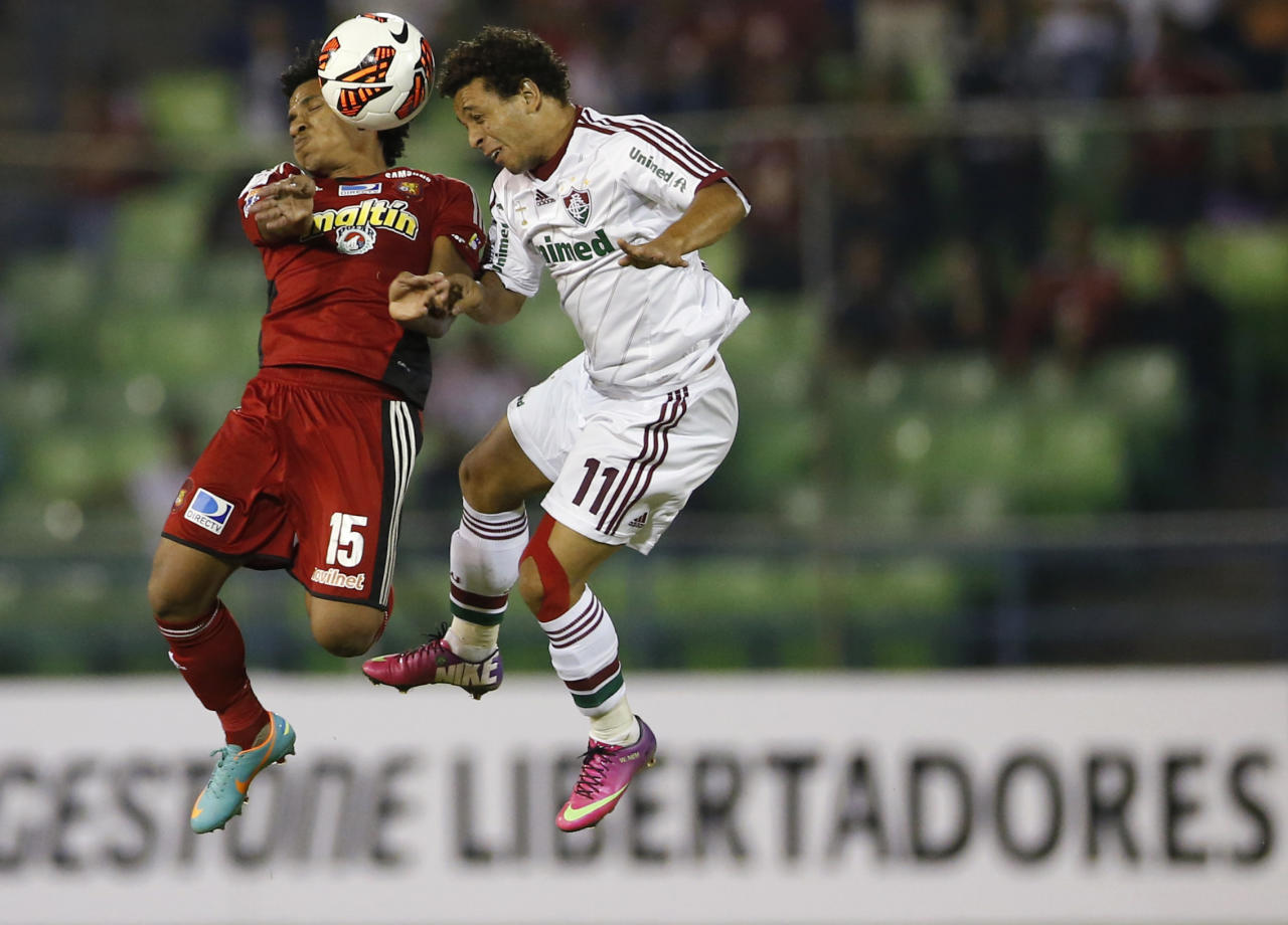 Romulo Otero (L) of Venezuela's Caracas FC challenges Wellington of Brazil's Fluminense during their Copa Libertadores soccer match in Caracas February 13, 2013. REUTERS/Jorge Silva (VENEZUELA - Tags: SPORT SOCCER TPX IMAGES OF THE DAY) - RTR3DRII