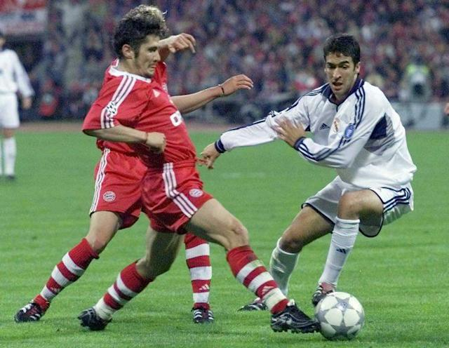 Lizarazu's Bayern beat Raul's Real in the 2001 Champions League semifinals. (AP Photo)