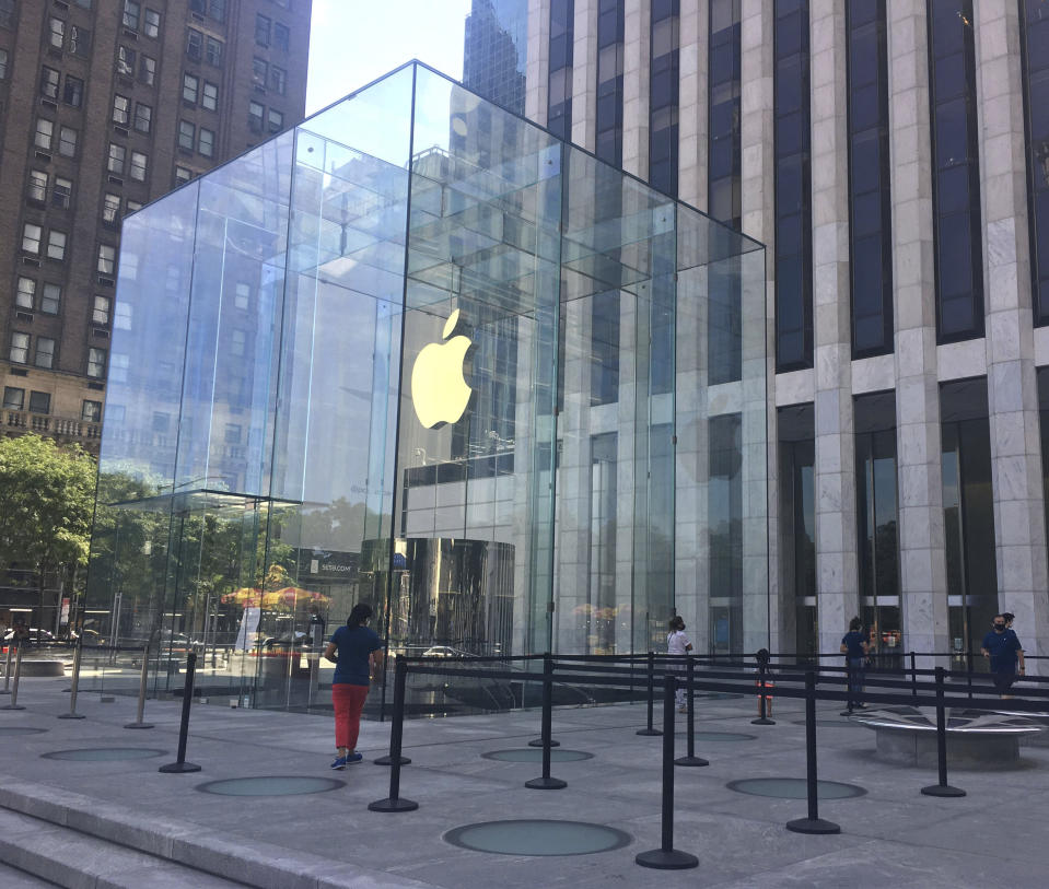 Photo by: zz/STRF/STAR MAX/IPx 2020 7/19/20 Social distancing measures at The Apple Store on Fifth Avenue in Midtown Manhattan on July 19, 2020 as certain restrictions are eased as part of the Phase 3 Reopening in New York City during the worldwide coronavirus pandemic. (NYC)