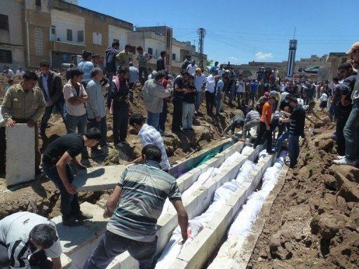 A Shaam News Network photo claims to show the burial of more than 100 people in the Syrian town of Houla on May 26