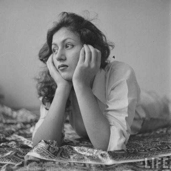<p>As a child actor, she befriended another child artist, Baby Mahajbeen, who later grew up to be a famous star herself — Meenakumari. </p>