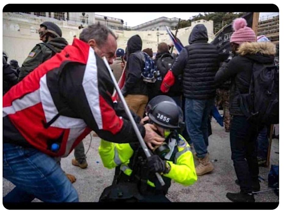 Tommy Webster is seen trying to dig his thumbs into the face of a police officer outside the Capitol on Jan. 6. (Photo: Department of Justice evidence photo of Tommy Webster in confrontation with police officer)