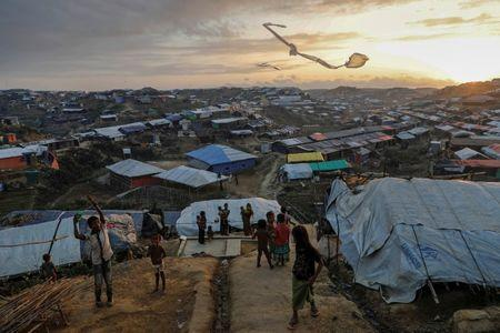 Rohingya refugee children fly improvised kites at the Kutupalong refugee camp near Cox's Bazar, Bangladesh December 10, 2017.