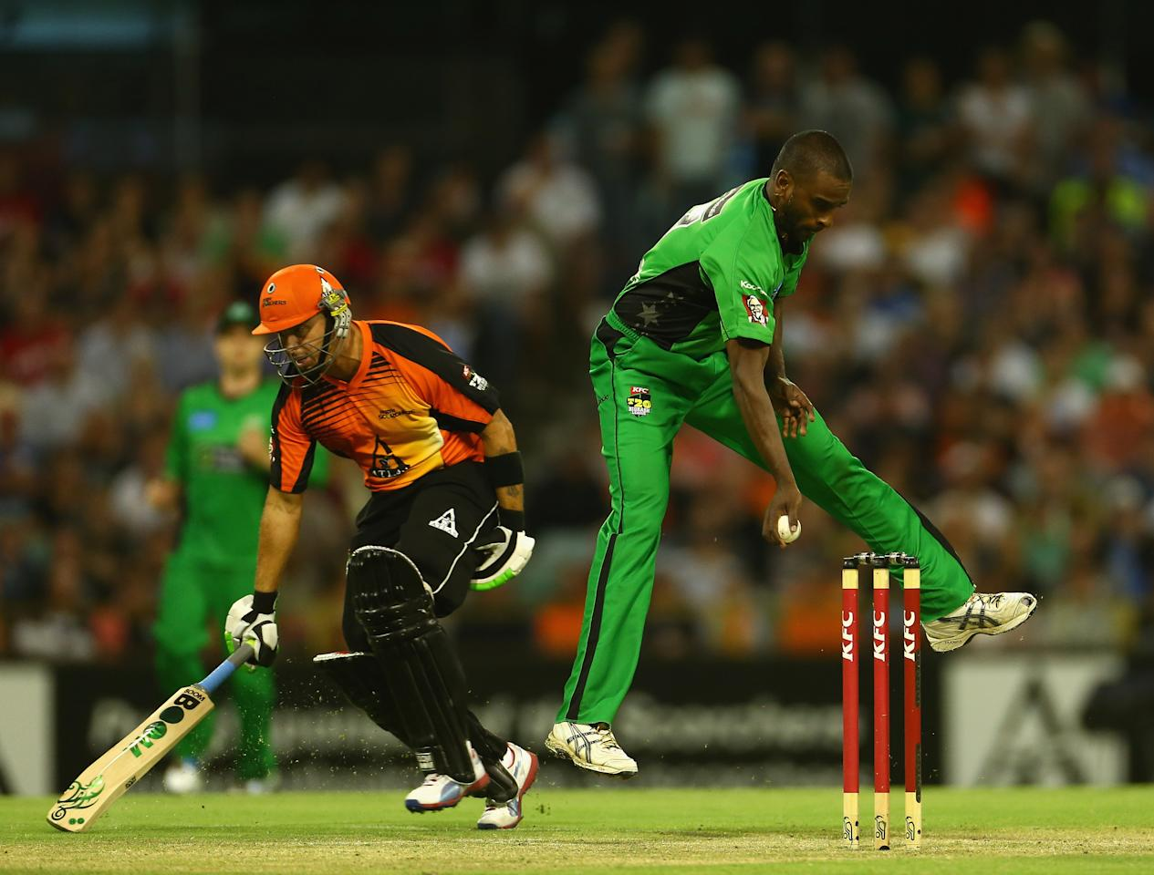 PERTH, AUSTRALIA - JANUARY 16: Dimitri Mascarenhas of the Stars attempts to run out Herschelle Gibbs of the Perth Scorchers during the Big Bash League semi-final match between the Perth Scorchers and the Melbourne Stars at the WACA on January 16, 2013 in Perth, Australia.  (Photo by Robert Cianflone/Getty Images)