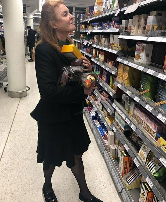 sarah-ferguson-shopping