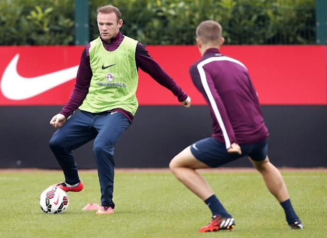 England's Wayne Rooney controls the ball during the team's training session in London on September 1, 2014 (AFP Photo/Justin Tallis)