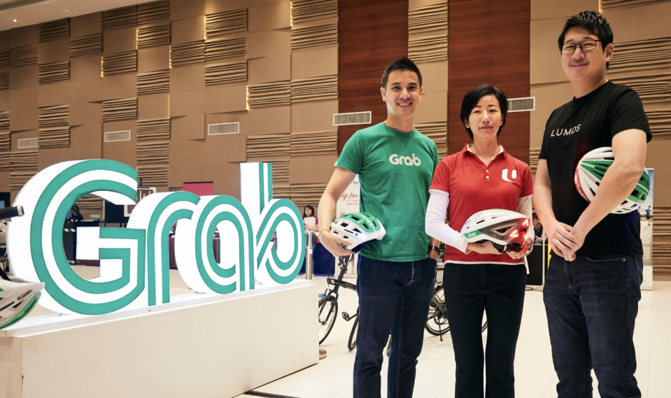 Grab unveiled new safety initiatives for GrabFood delivery-partners. From left: Andrew Chan, Head of Transport, Grab Singapore; Jean See, Acting Director of NTUC's U FSE (Freelancers and Self-Employed) Unit and Eu-wen Ding, CEO and co-founder of Lumos. (PHOTO: Grab)