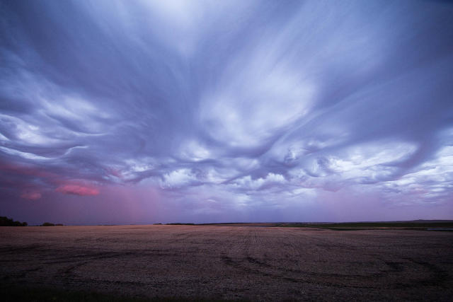 "<p>""I've seen tons of photos of <em>undulatus asperatus</em> clouds but never anything like what we witnessed with our own eyes."" (Photo: Mike Olbinski/Caters News) </p>"