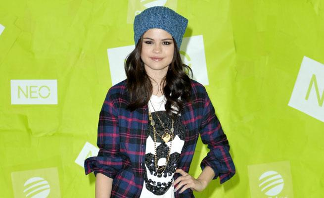 Selena Gomez Paints The Town Green For Adidas Neo Commercial: VIDEO