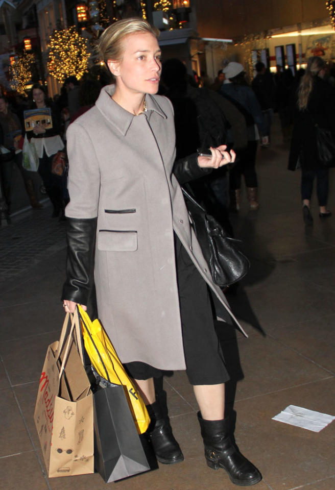 Piper Perabo goes shopping at the Grove in Hollywood, CA.