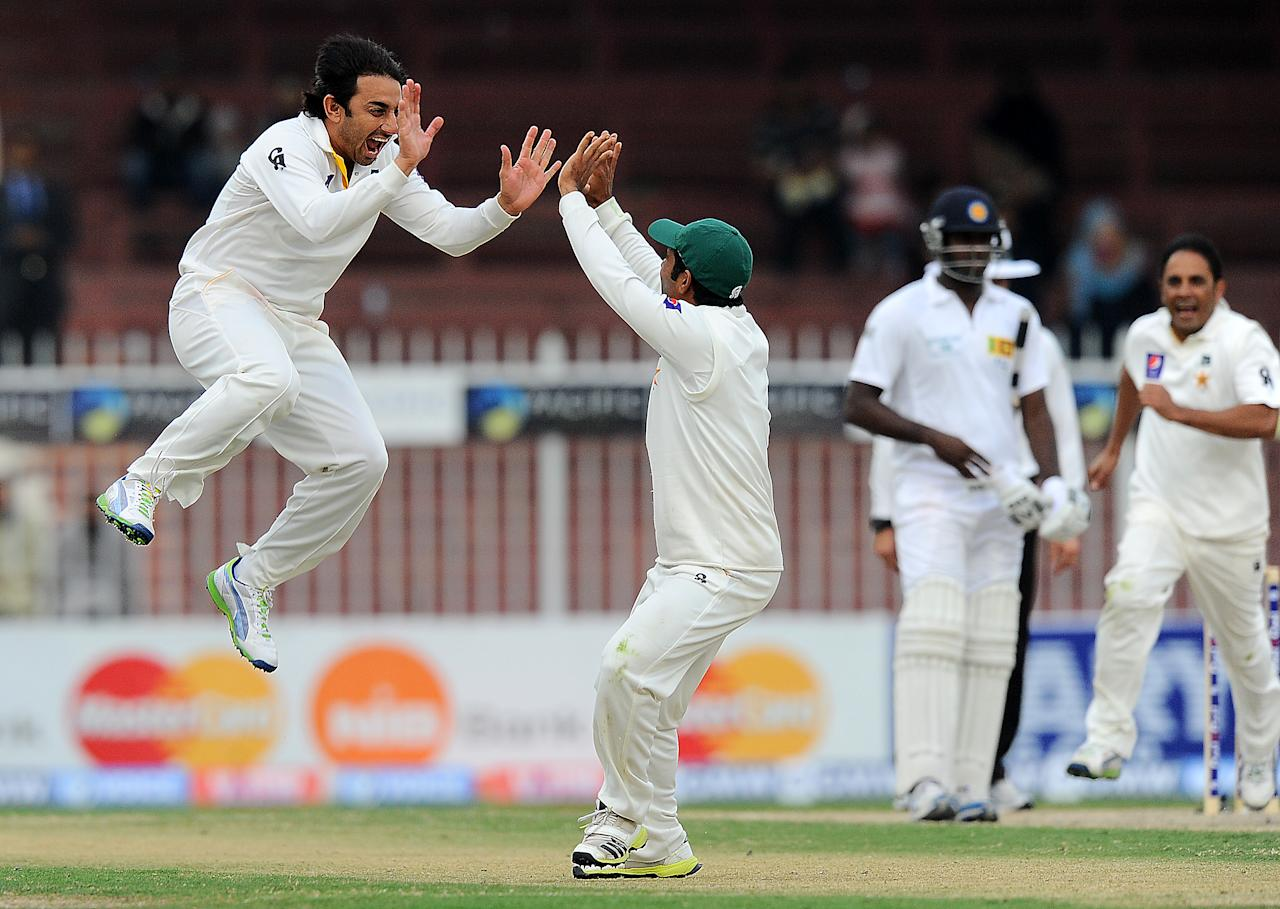 Pakistan bowler Saeed Ajmal (L) celebrates after dismissing Sri Lankan batsman Mahela Jayawardene during the fourth day of the third and final cricket Test match between Pakistan and Sri Lanka at the Sharjah International Cricket Stadium, in the Gulf emirate of Sharjah, on January 19, 2014. AFP PHOTO/ISHARA S. KODIKARA