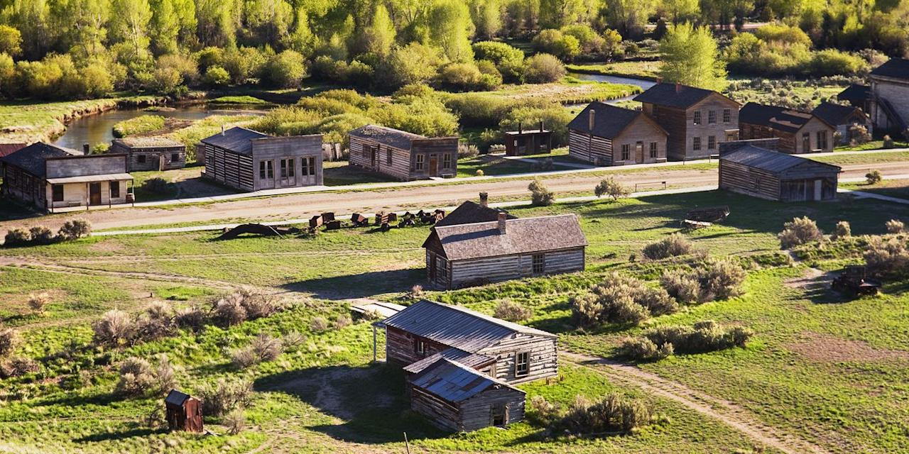 """<p>Montana's first major gold discovery took place in 1862 in the town of <a rel=""""nofollow"""" href=""""https://www.tripadvisor.com/Attraction_Review-g45145-d107268-Reviews-Bannack_State_Park-Dillon_Montana.html"""">Bannack</a>. Now a state park, this engaging ghost town is a National Historic Landmark (tours are conducted from the visitor center). You'll see more than 50 buildings, including the old courthouse, as well as churches, a schoolhouse, stores, and a Masonic lodge. There are also mining artifacts and a cemetery.</p>"""