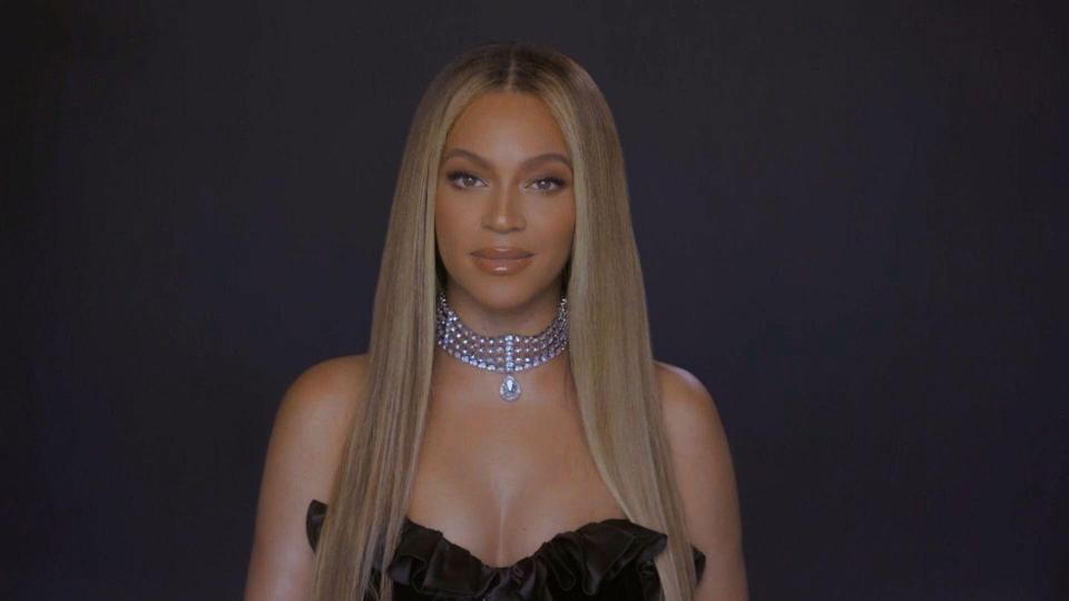 """<p>A rooted look, like Beyoncé's, adds a little depth around the face, says celebrity <a href=""""https://www.instagram.com/clarissanya/?hl=en"""" rel=""""nofollow noopener"""" target=""""_blank"""" data-ylk=""""slk:Clariss Rubenstein"""" class=""""link rapid-noclick-resp"""">Clariss Rubenstein</a>. It's also a lower-maintenance look that can be achieved by going to a colorist to add a root in, or by doing an ombre technique, she explains. </p>"""