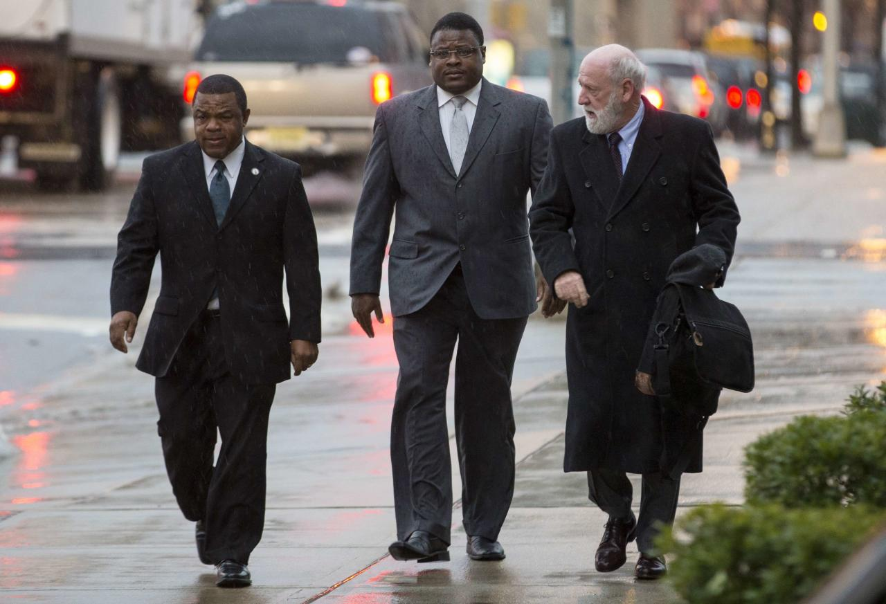 Trenton New Jersey Mayor Tony Mack (L) and his brother Ralphiel Mack (center) arrive at United States Court in Trenton, New Jersey, January 6, 2014. Jury selection in the corruption trial of Mack, the mayor of New Jersey's capital city and his brother was scheduled to begin Monday in a case U.S. prosecutors say is filled with secret meetings and code names. REUTERS/Mike Segar (UNITED STATES - Tags: CRIME LAW POLITICS)