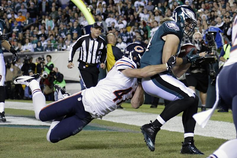 Philadelphia Eagles' Riley Cooper, right, pulls in a touchdown pass against Chicago Bears' Chris Conte during the first half of an NFL football game, Sunday, Dec. 22, 2013, in Philadelphia. (AP Photo/Matt Rourke)