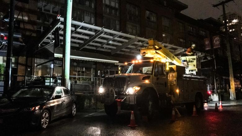 Midnight revelry cut short after rogue balloons cause power outage in Yaletown