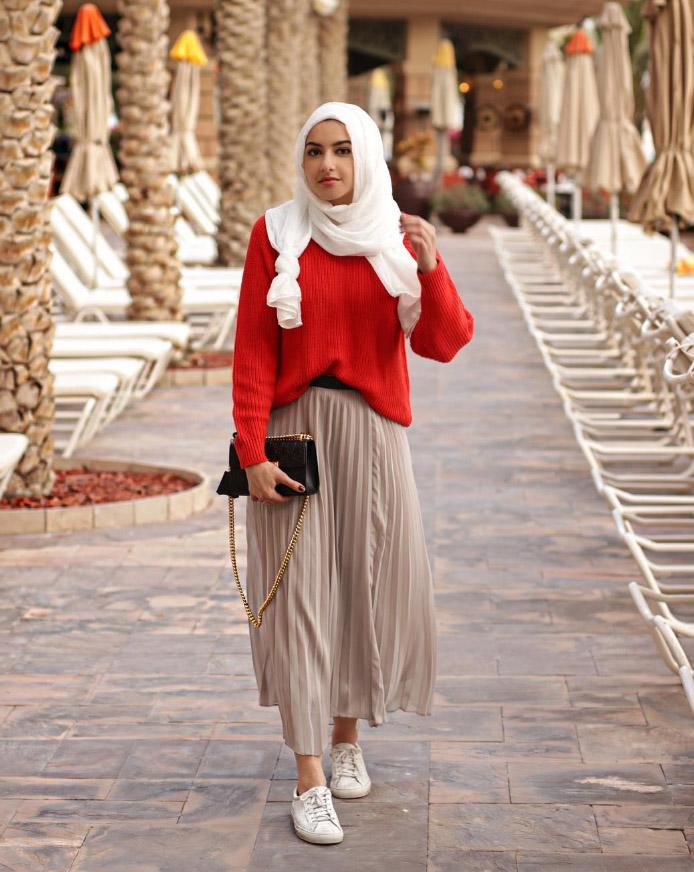 <p>Not only can Albarcha teach us how to style a midi skirt in winter, but does it in front of a series of incredible backdrops [Photo: Instagram] </p>