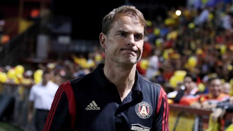 De Boer labels equal pay dispute 'ridiculous'