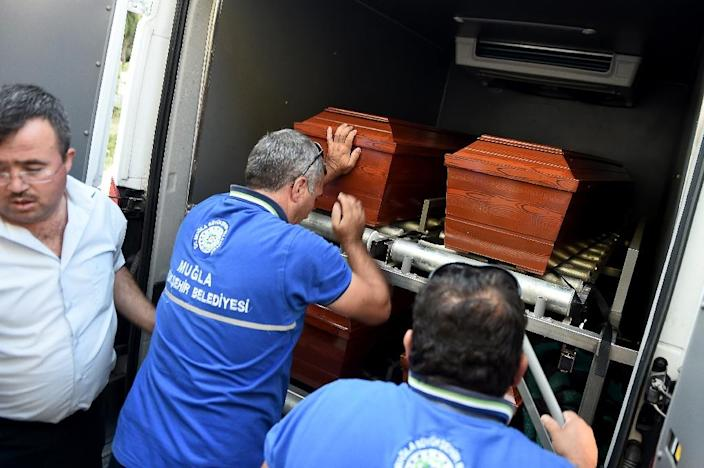 The coffin of drowned Syrian toddler Aylan Kurdi is loaded into a morgue in the Turkish town of Mugla, on September 3, 2015 (AFP Photo/Ozan Kose)