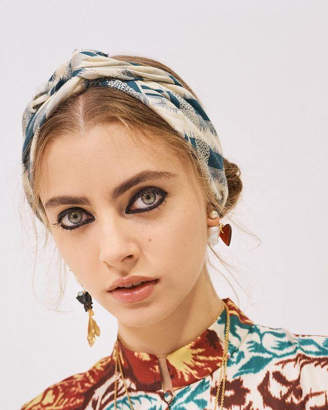 """<p>A thick rim of kohl around your entire lash line is a vibe for 2021. Yes, for real. Don't hark back to your Myspace days though, no need to take inspo from 14-year-old you. Instead let the Dior show inspire you and pair it with a nude lip and natural skin.</p><p><strong>TRY:</strong></p><p><a class=""""link rapid-noclick-resp"""" href=""""https://go.redirectingat.com?id=127X1599956&url=https%3A%2F%2Fwww.feelunique.com%2Fp%2FCharlotte-Tilbury-Hollywood-Exagger-Eyes-Liner-Duo%3Fq%3Dtilbury%2Bliner%26q_typ%3Df&sref=https%3A%2F%2Fwww.cosmopolitan.com%2Fuk%2Fbeauty-hair%2Fbeauty-trends%2Fg14009805%2Fbig-makeup-trends%2F"""" rel=""""nofollow noopener"""" target=""""_blank"""" data-ylk=""""slk:buy now"""">buy now</a> Charlotte Tilbury Hollywood Exagger-Eyes Liner Duo, £21</p><p><a href=""""https://www.instagram.com/p/CF4Q1S9nMpR/"""" rel=""""nofollow noopener"""" target=""""_blank"""" data-ylk=""""slk:See the original post on Instagram"""" class=""""link rapid-noclick-resp"""">See the original post on Instagram</a></p>"""