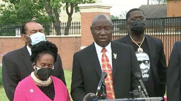 PHOTO: Attorney Benjamin Crump and Rep. Shiela Jackson Lee are joined by family members of George Floyd during a press conference to make comments on the federal indictment of Derek Chauvin in Houston, May 8, 2021. (ABC News Live)