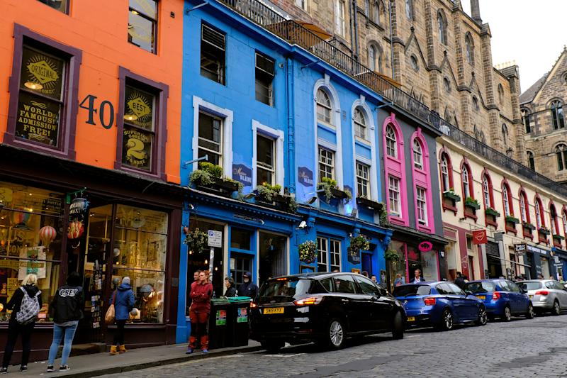 Edinburgh, colored houses of Victoria Street Scotland May 8th - 19th. Trip across Scotland (Photo Samantha Zucchi /Insidefoto/Sipa USA)