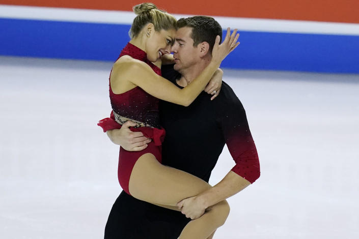 Alexa Knierim and Brandon Frazier perform during the pairs short program at the U.S. Figure Skating Championships, Thursday, Jan. 14, 2021, in Las Vegas. (AP Photo/John Locher)